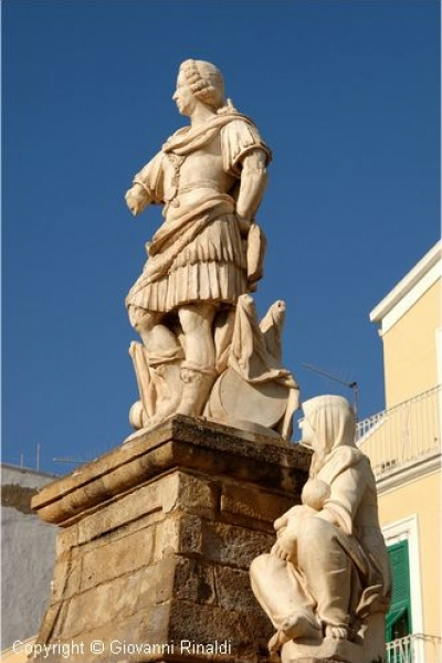 Isola di San Pietro (CA) – Carloforte – statua di Re Carlo Emanuele III